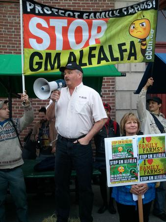 Dairy farmers Ron and Deb Vice speak in Toronto