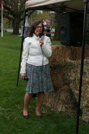 MP Jean Crowder speaks at Duncan rally