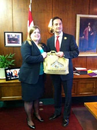 Rep. Tarr presents gift to PEI Premier